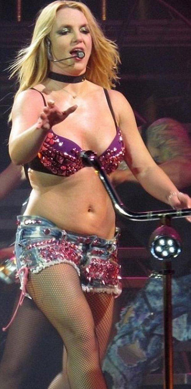 Bản điều tra lần đầu công bố loạt sự thật về quyền bảo hộ Britney Spears: Bị bố ruột chửi bới thậm tệ, muốn bên con nhưng bị áp giải như sát nhân - Ảnh 10.