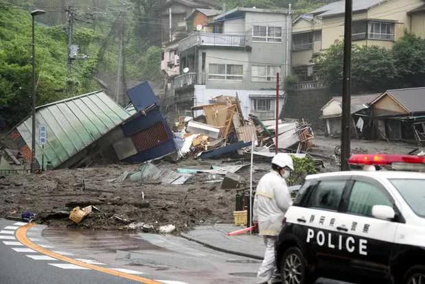 Lở đất nghiêm trọng tại Nhật Bản: Ít nhất 2 người thiệt mạng, hàng chục người mất tích - Ảnh 5.