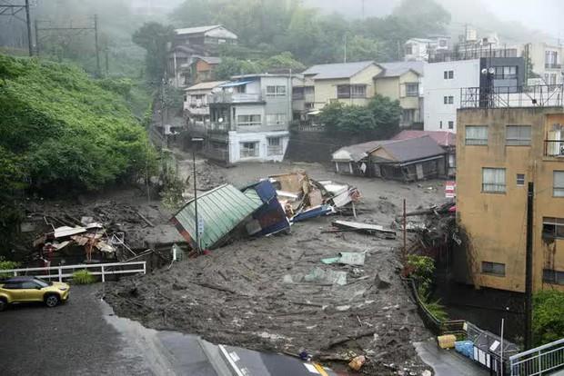 Lở đất nghiêm trọng tại Nhật Bản: Ít nhất 2 người thiệt mạng, hàng chục người mất tích - Ảnh 6.