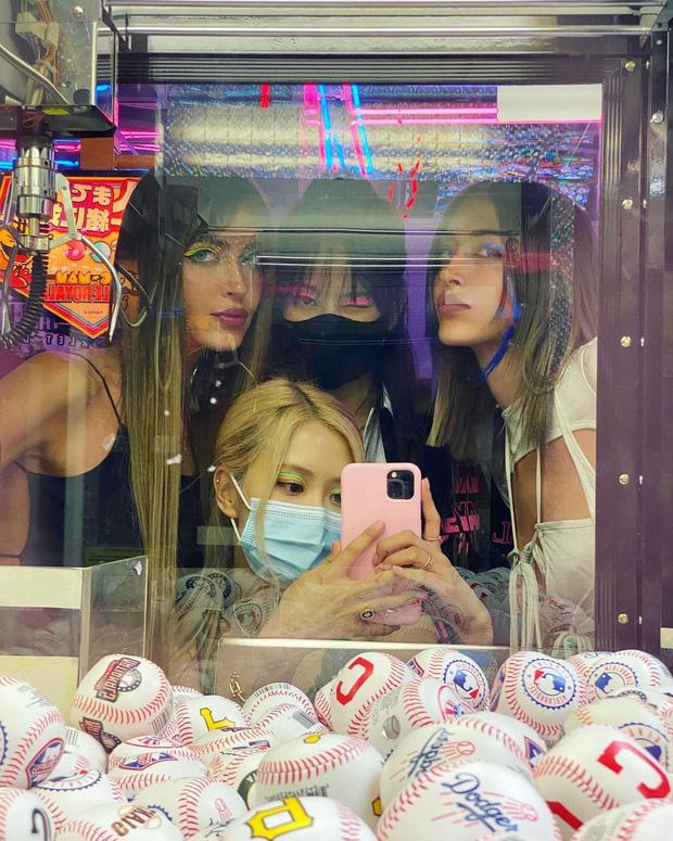 Hot rần rần ảnh Rosé - Jennie (BLACKPINK) hẹn hò cùng Jaden Smith và tài tử Hannah Montana, còn có màn make up cả nhóm cực lầy - Ảnh 8.