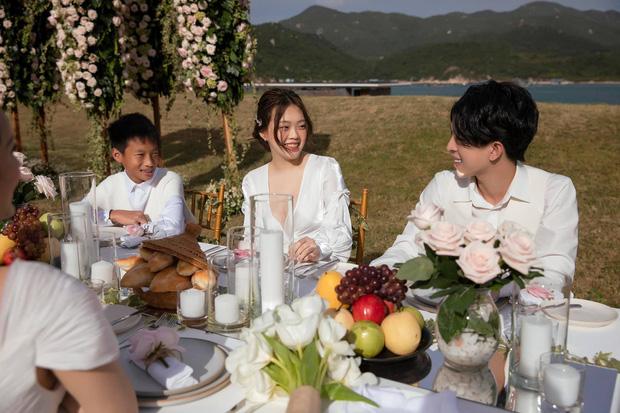 Vợ chồng Hoa hậu Thu Hoài đưa các con ăn uống sang chảnh ở Mỹ, nhan sắc ái nữ nóng bỏng pro5 khủng giật trọn spotlight - Ảnh 8.