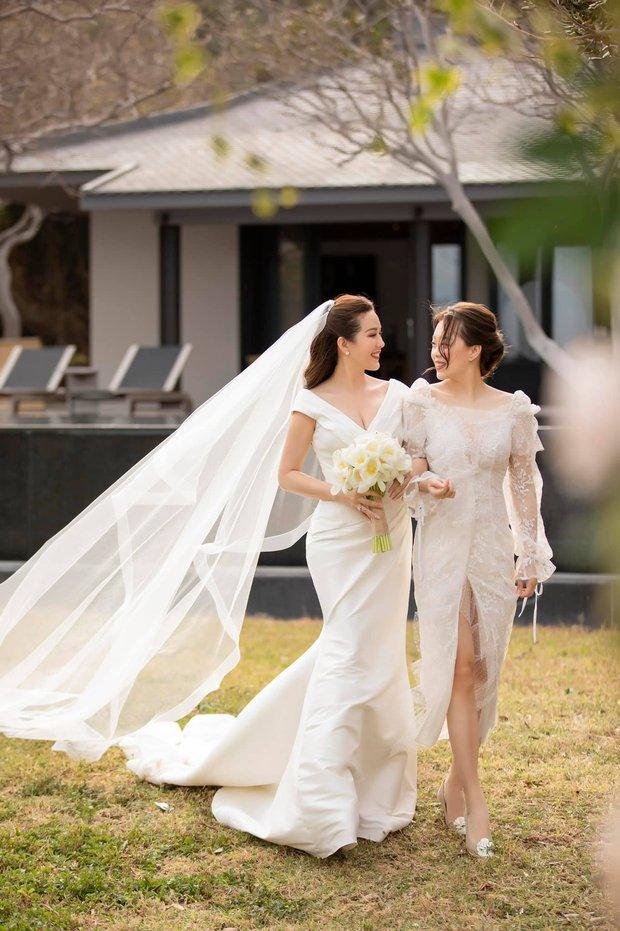 Vợ chồng Hoa hậu Thu Hoài đưa các con ăn uống sang chảnh ở Mỹ, nhan sắc ái nữ nóng bỏng pro5 khủng giật trọn spotlight - Ảnh 6.
