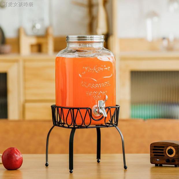 Chị em sắm bình thủy tinh có vòi cực tây này đi, uống nước gì cũng ngon hơn lại kiêm luôn món decor đẹp xịn  - Ảnh 3.