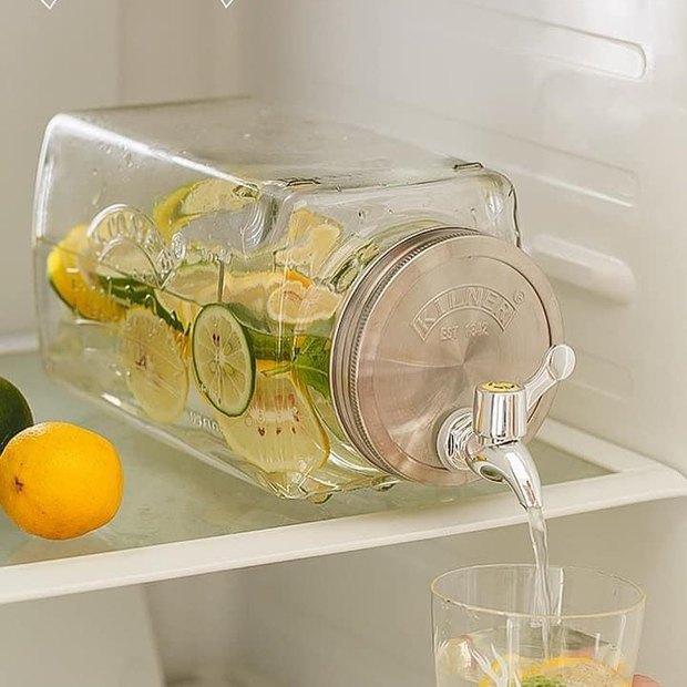 Chị em sắm bình thủy tinh có vòi cực tây này đi, uống nước gì cũng ngon hơn lại kiêm luôn món decor đẹp xịn  - Ảnh 13.