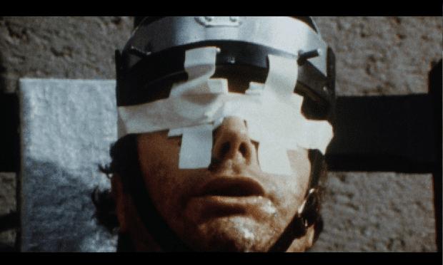 7 phim kinh dị bị cấm khắp thế giới: Bộ tộc ăn thịt người còn không rợn bằng cái tên có cảnh sát hại thật 100%! - Ảnh 10.