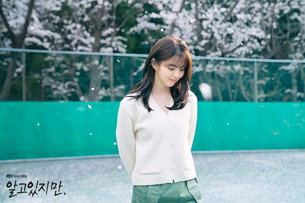Trước khi va vào badboy Song Kang, Han So Hee từng là nữ chính của dàn idol nam đình đám từ SHINee đến CNBLUE đủ cả - Ảnh 1.
