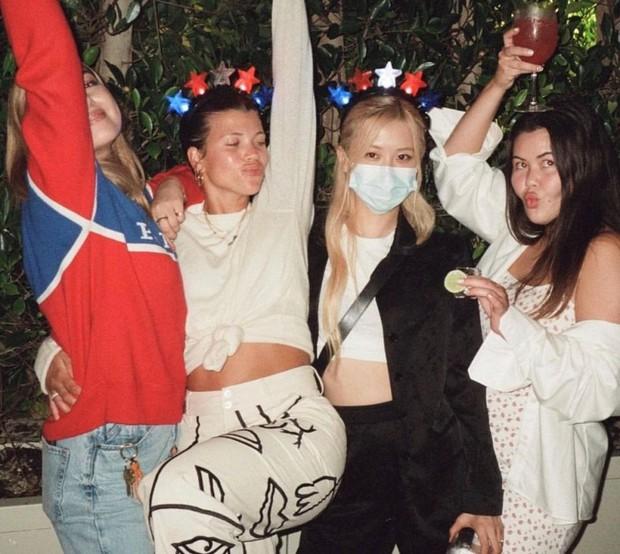 Rosé tiệc tùng với bồ cũ Justin Bieber, netizen ngỡ ngàng vì dàn sao đình đám thân với BLACKPINK ở Hollywood - Ảnh 3.