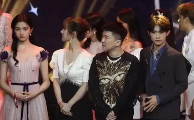 Sao châu Á khai gian chiều cao gây choáng: Song Song chưa sốc bằng G-Dragon và nam nghệ sĩ khai khống tận 10cm - Ảnh 26.