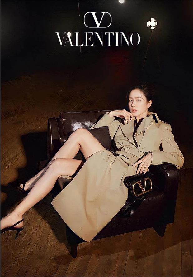 Son Ye Jin - Hyun Bin bất ngờ diện đồ đôi trên hẳn bìa tạp chí, cưới đến nơi rồi nên cố tình lộ liễu hay gì? - Ảnh 2.