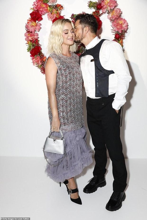 Dàn sao đổ bộ tiệc khủng của Louis Vuitton: Katy Perry - Orlando và vợ chồng Joe Jonas bị dìm toàn tập, Bella Hadid át cả dàn mẫu - Ảnh 3.