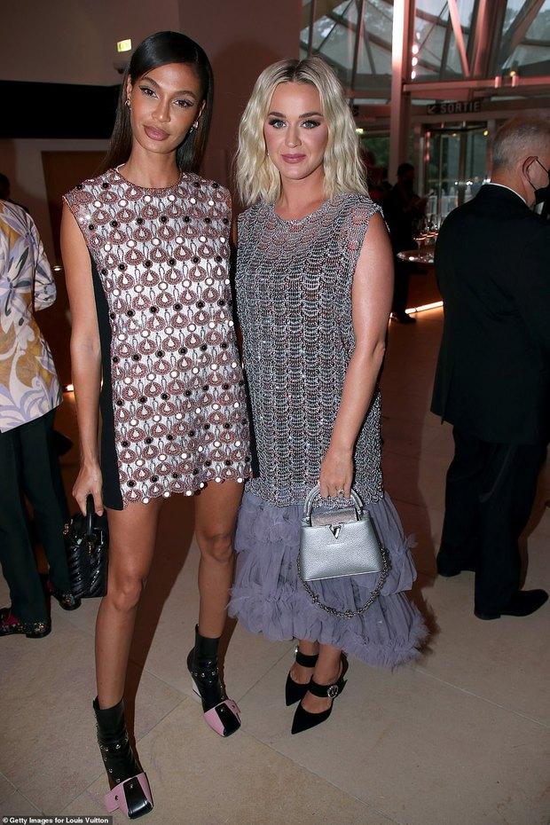 Dàn sao đổ bộ tiệc khủng của Louis Vuitton: Katy Perry - Orlando và vợ chồng Joe Jonas bị dìm toàn tập, Bella Hadid át cả dàn mẫu - Ảnh 17.