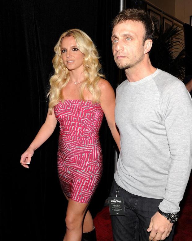 NÓNG: Britney Spears sẽ chính thức giải nghệ, quản lý lâu năm nộp đơn từ chức sau khi bị tố cáo thông đồng bóc lột nữ ca sĩ - Ảnh 3.