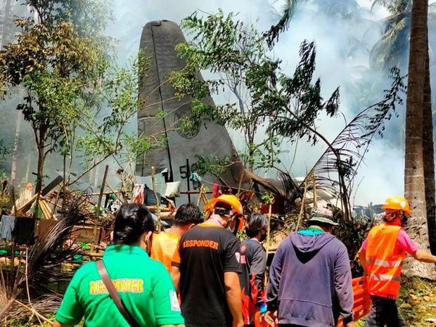 Li kì lời kể người sống sót trong vụ rơi máy bay chở quân đội Philippines - Ảnh 2.