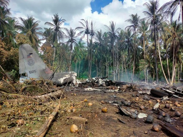 Li kì lời kể người sống sót trong vụ rơi máy bay chở quân đội Philippines - Ảnh 1.
