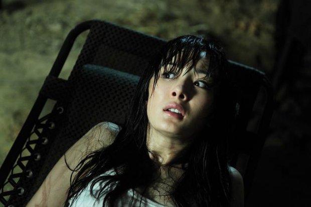 Đúng 10 năm trước, Dương Mịch khoe vòng 1 căng tràn xốn mắt, lần đầu diện bikini cực gợi cảm trên màn ảnh rộng - Ảnh 6.