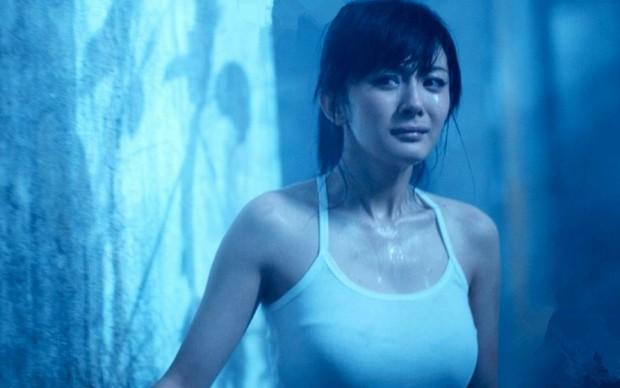 Đúng 10 năm trước, Dương Mịch khoe vòng 1 căng tràn xốn mắt, lần đầu diện bikini cực gợi cảm trên màn ảnh rộng - Ảnh 7.