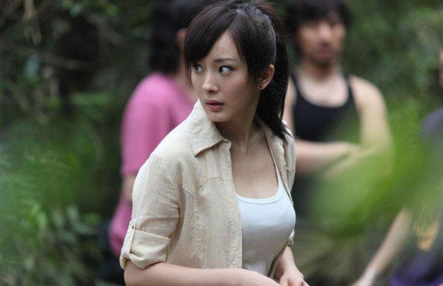 Đúng 10 năm trước, Dương Mịch khoe vòng 1 căng tràn xốn mắt, lần đầu diện bikini cực gợi cảm trên màn ảnh rộng - Ảnh 5.