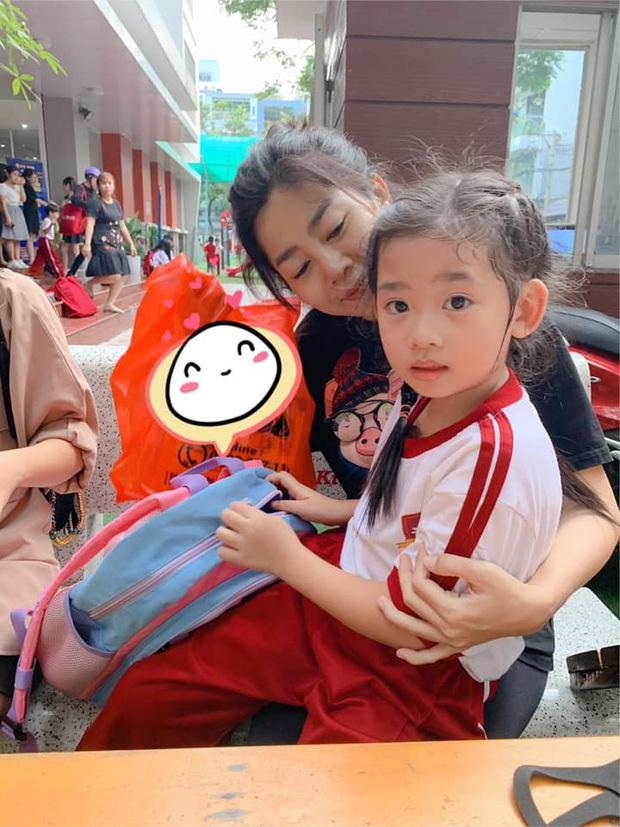 Giữ đúng lời hứa, Ốc Thanh Vân chăm sóc con gái Mai Phương tận tình, nay còn đưa bé đi tiêm phòng cùng gia đình - Ảnh 8.