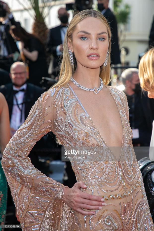 """Thảm đỏ LHP Cannes 2021: Bella Hadid không còn """"nhức mắt"""", bị thiên thần Victorias Secret vòng 1 lép kẹp chặt chém - Ảnh 5."""
