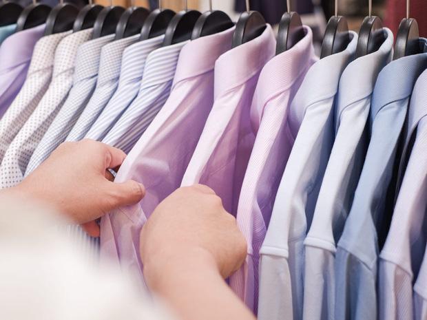 Tín đồ mê shopping phải học ngay 7 cách xếp quần áo để có tủ đồ xịn đẹp sang - Ảnh 1.