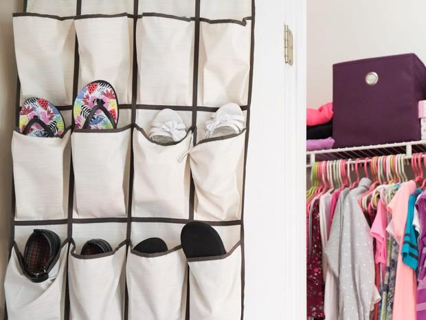 Tín đồ mê shopping phải học ngay 7 cách xếp quần áo để có tủ đồ xịn đẹp sang - Ảnh 5.