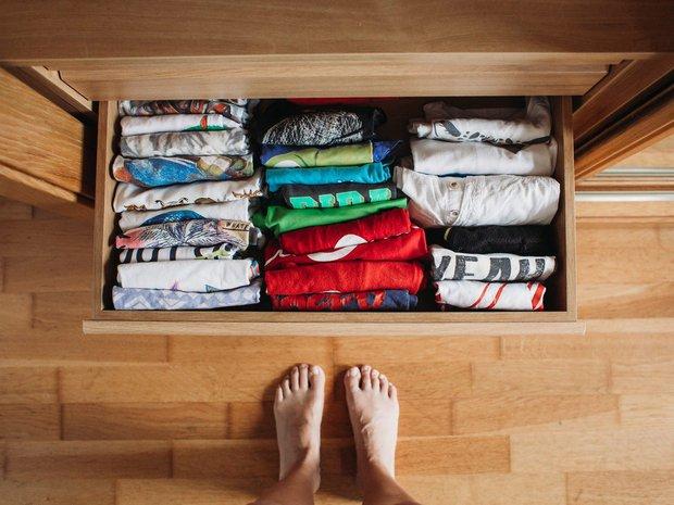 Tín đồ mê shopping phải học ngay 7 cách xếp quần áo để có tủ đồ xịn đẹp sang - Ảnh 7.