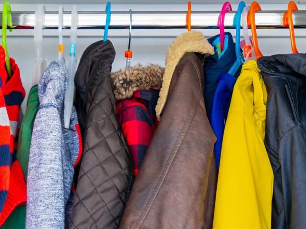 Tín đồ mê shopping phải học ngay 7 cách xếp quần áo để có tủ đồ xịn đẹp sang - Ảnh 11.