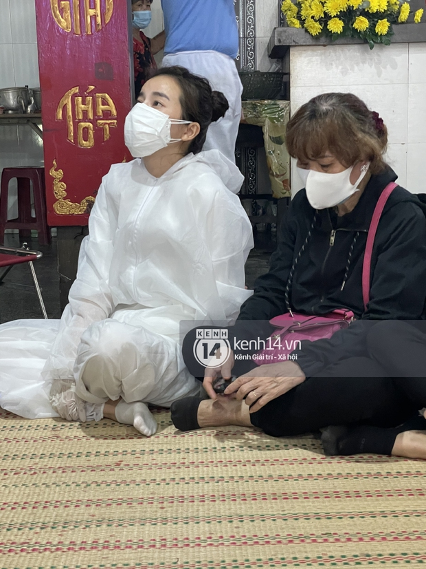 Tang lễ cố diễn viên Đức Long: Diễn ra trong vắng lặng, bố mẹ ngồi thất thần, Cao Thái Hà xúc động chia sẻ về người bạn quá cố - Ảnh 11.