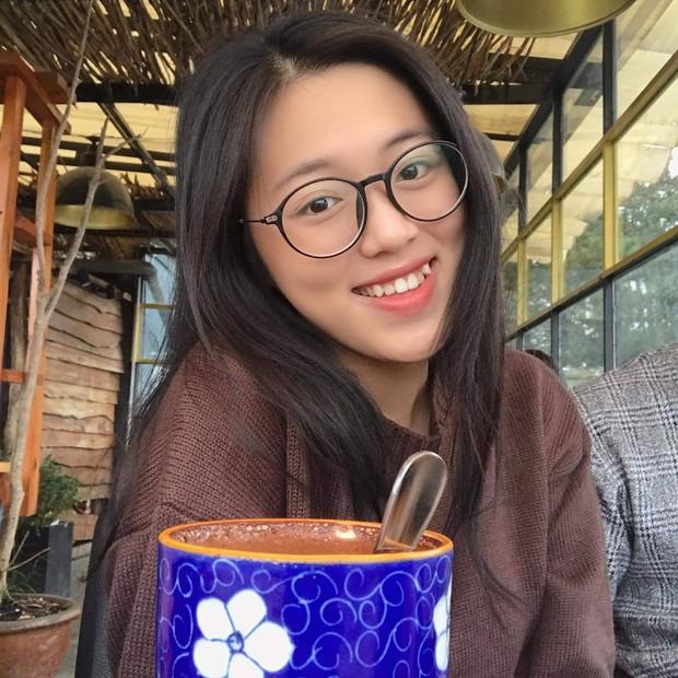 Bà xã kém 16 tuổi Quách Ngọc Tuyên vừa dẫn đi thi THPT: Xinh như hotgirl, vòng 1 căng tràn, gây sốt với chuyện tình chú cháu  - Ảnh 3.