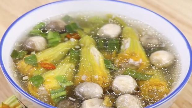 Cô gái Việt ăn một loại rau quen thuộc nhưng lại khiến người Hàn trố mắt, nhìn như người ngoài hành tinh - Ảnh 3.