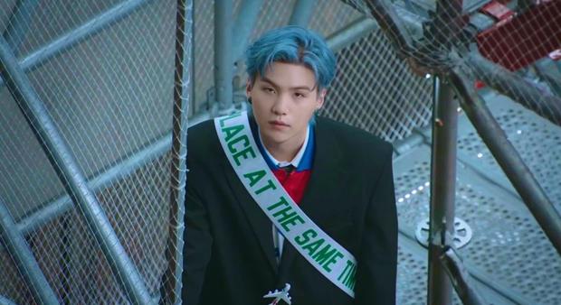 MXH toàn cầu sốc visual vì BTS tại show Louis Vuitton: Jungkook đẹp tê điếng, hot hơn cả là màn lột xác của thành viên giàu nhất nhóm - Ảnh 26.