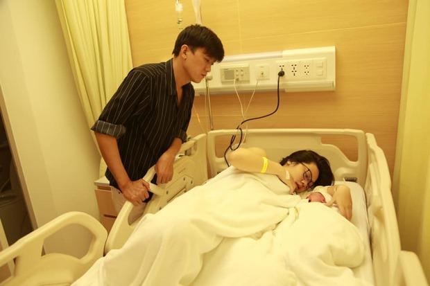 Bà xã kém 16 tuổi Quách Ngọc Tuyên vừa dẫn đi thi THPT: Xinh như hotgirl, vòng 1 căng tràn, gây sốt với chuyện tình chú cháu  - Ảnh 10.