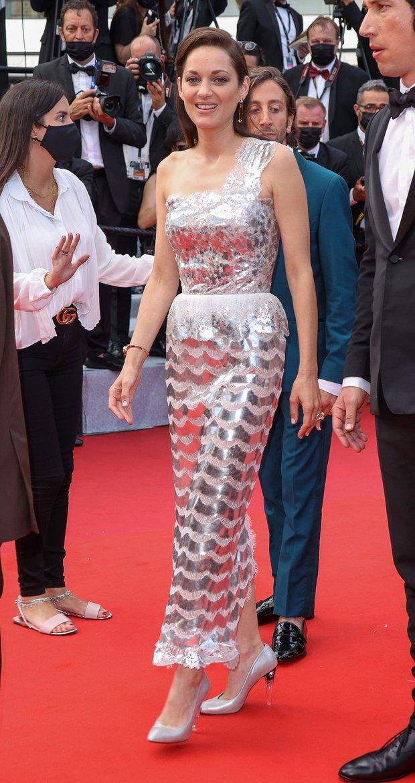 Thảm đỏ Cannes 2021: Xuất xắc nhất là Bella Hadid nhưng spotlight thật sự lại rọi thẳng vào mấy cô thích mặc lõa lồ, kém duyên - Ảnh 4.