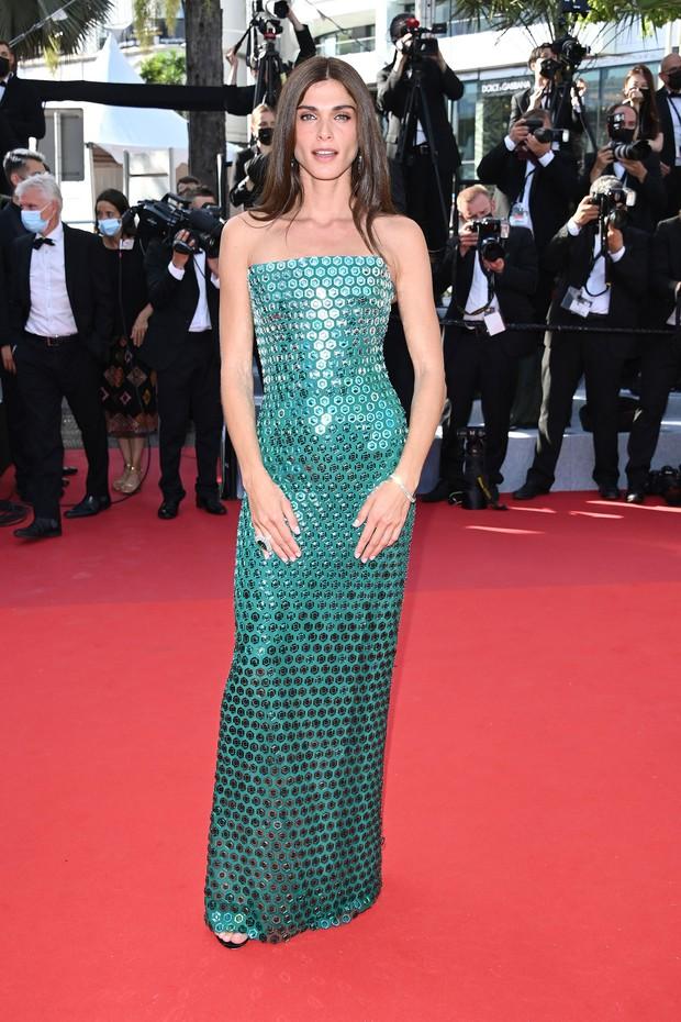 Thảm đỏ Cannes 2021: Xuất xắc nhất là Bella Hadid nhưng spotlight thật sự lại rọi thẳng vào mấy cô thích mặc lõa lồ, kém duyên - Ảnh 6.