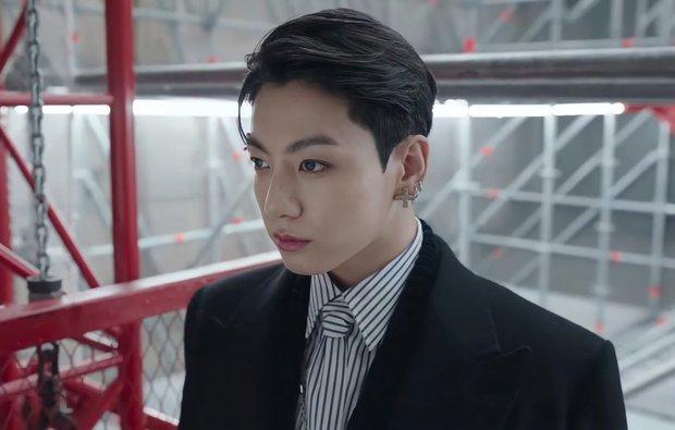 MXH toàn cầu sốc visual vì BTS tại show Louis Vuitton: Jungkook đẹp tê điếng, hot hơn cả là màn lột xác của thành viên giàu nhất nhóm - Ảnh 3.