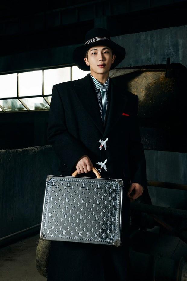 MXH toàn cầu sốc visual vì BTS tại show Louis Vuitton: Jungkook đẹp tê điếng, hot hơn cả là màn lột xác của thành viên giàu nhất nhóm - Ảnh 31.