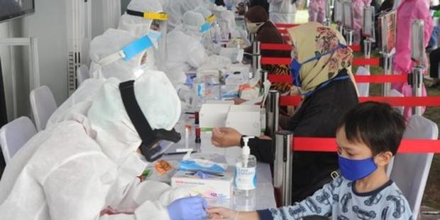 Indonesia tăng tốc tiêm vaccine bảo vệ trẻ em trước đại dịch Covid-19 - Ảnh 1.