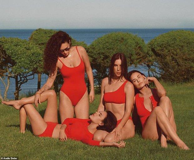 Gia đình gen siêu trội: 4 mẹ con Demi Moore diện bikini khoe dáng, 3 cô con gái bốc lửa sexy, bà mẹ U60 cũng không kém cạnh - Ảnh 2.