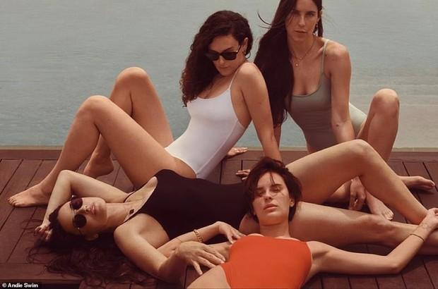 Gia đình gen siêu trội: 4 mẹ con Demi Moore diện bikini khoe dáng, 3 cô con gái bốc lửa sexy, bà mẹ U60 cũng không kém cạnh - Ảnh 3.