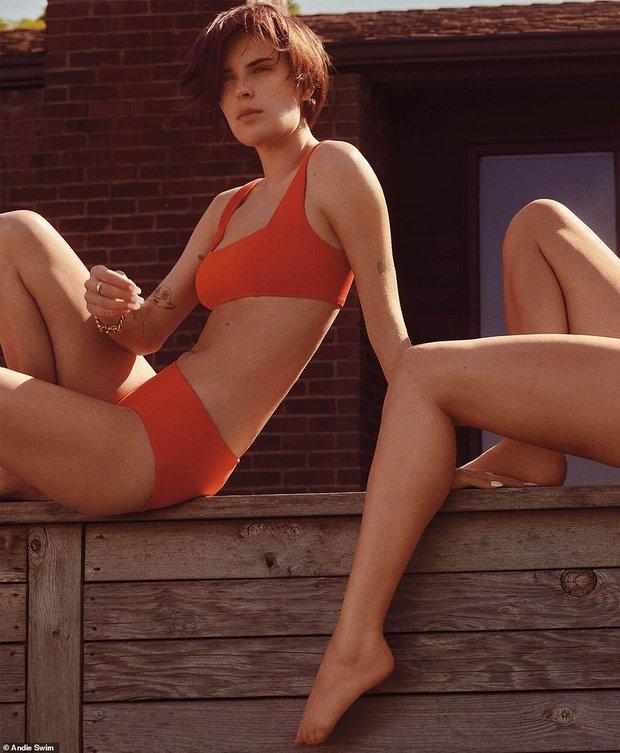 Gia đình gen siêu trội: 4 mẹ con Demi Moore diện bikini khoe dáng, 3 cô con gái bốc lửa sexy, bà mẹ U60 cũng không kém cạnh - Ảnh 11.
