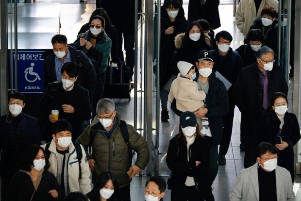 Số ca mắc biến thể Delta lan rộng, Hàn Quốc cân nhắc tái áp đặt lệnh hạn chế - Ảnh 1.