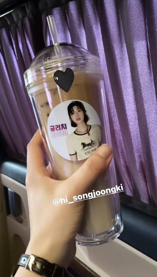 Song Joong Ki gửi quà xịn cho bạn gái Vincenzo Jeon Yeo Bin, hóa ra vì lời hẹn ước ngày nào? - Ảnh 3.