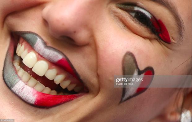 Dư âm Ý - Tây Ban Nha: Những nụ hôn đắm đuối, những bóng hồng xinh đẹp và thông điệp chế nhạo fan tuyển Anh - Ảnh 18.