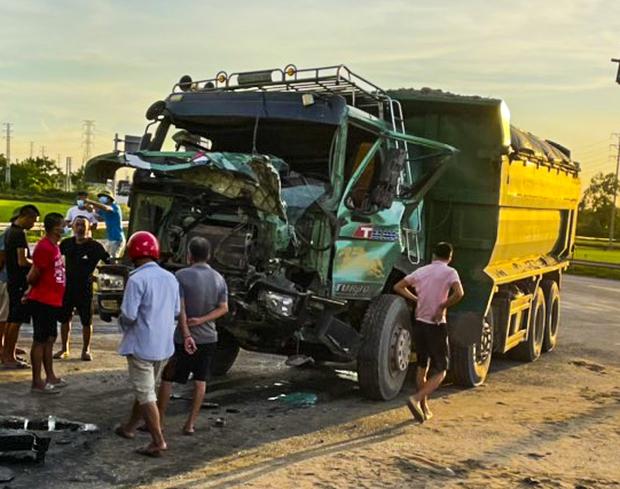 Nam tài xế kể lại giây phút cẩu nóc xe con để giải cứu người bị mắc kẹt - Ảnh 3.