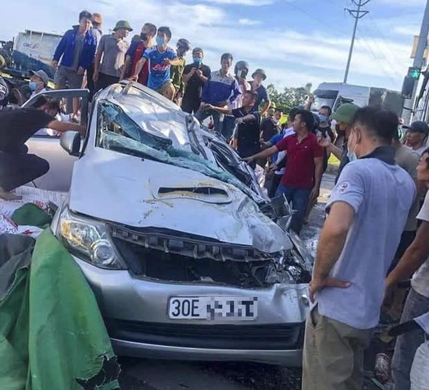 Nam tài xế kể lại giây phút cẩu nóc xe con để giải cứu người bị mắc kẹt - Ảnh 4.