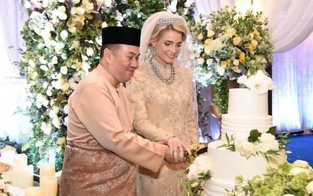 Nàng dâu thường dân phương Tây một bước lên tiên,  làm vợ Thái tử Malaysia dù bị phản đối kịch liệt giờ ra sao sau đám cưới riêng tư? - Ảnh 2.