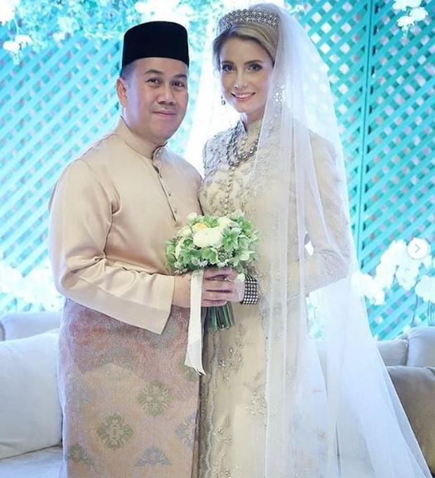 Nàng dâu thường dân phương Tây một bước lên tiên,  làm vợ Thái tử Malaysia dù bị phản đối kịch liệt giờ ra sao sau đám cưới riêng tư? - Ảnh 3.
