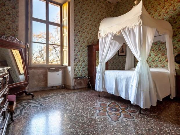 Công chúa sống trong lâu đài 900 tuổi: Khổ hơn ở nhà cấp 4, tìm nhau tốn 2 tiếng vì có tận 45 phòng, mất đồ coi như mất luôn - Ảnh 4.