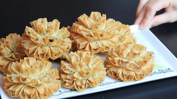 Dân mạng Việt Nam thi nhau nhắc lại món bánh tuổi thơ sau khi xem cách làm loại bánh truyền thống của Thái Lan - Ảnh 5.