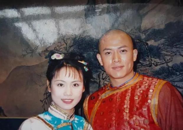 Bộ đôi Liễu Thanh - Liễu Hồng (Hoàn Châu Cách Cách) sau 23 năm: Anh chật vật với nghề, em viên mãn hơn cả Triệu Vy - Lâm Tâm Như - Ảnh 2.